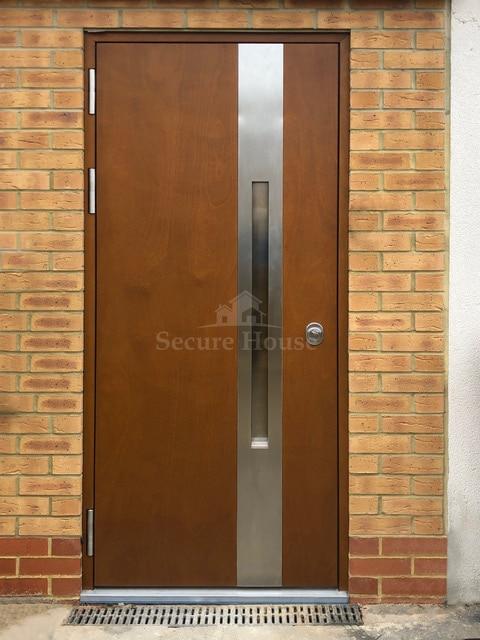 Flush door with silver stripe