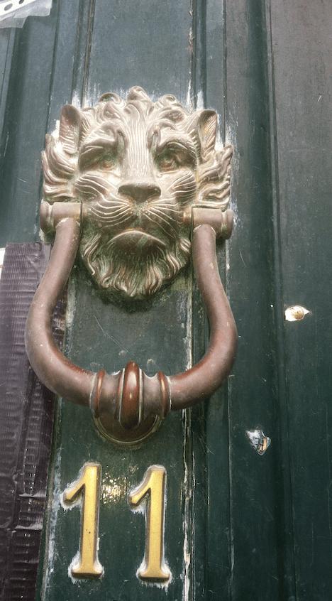How do you make a replica door